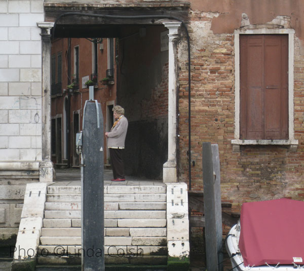 venetian-woman-in-doorway